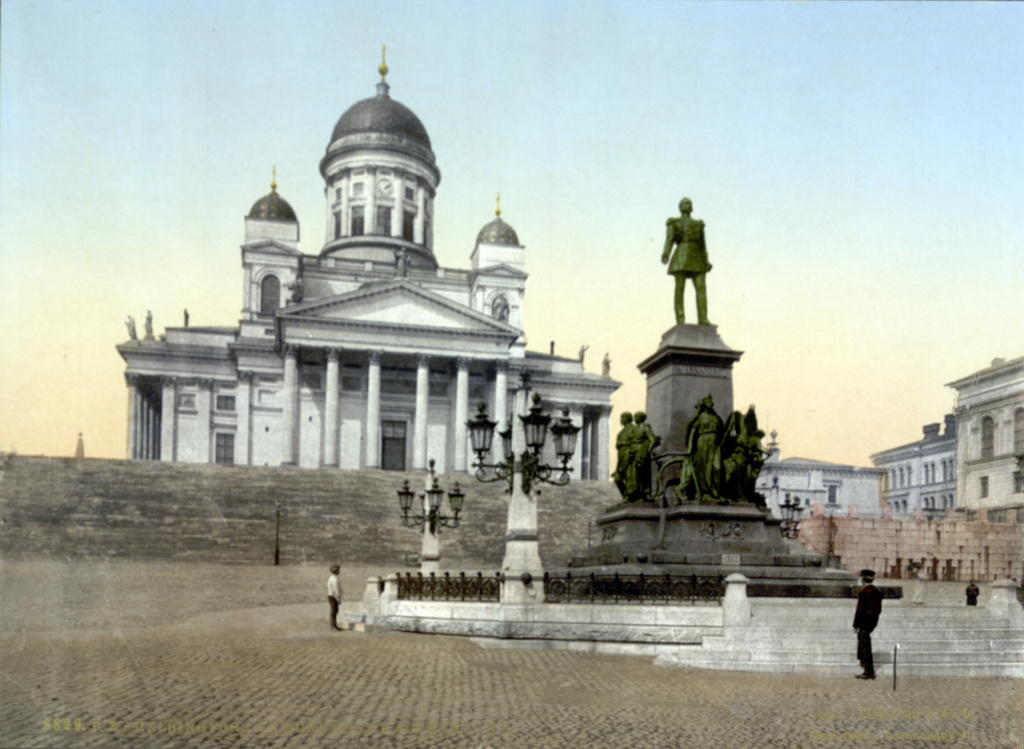 Helsinki_Cathedral_and_statue_of_Alexander_II_(1890-1900).jpg